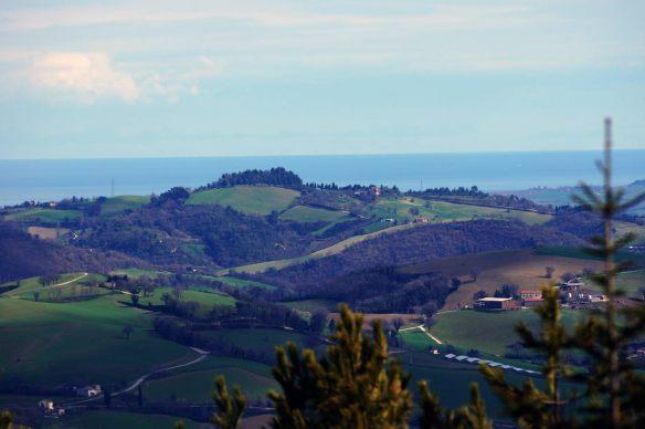 Il mare di Fano visto da Urbino